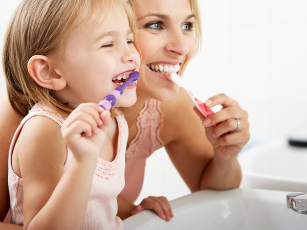 como prevenir la halitosis infantil